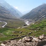 Beim Abzweiger ins Chandratal. Der grosse Verkehr bleibt hinter uns zurück.