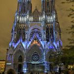 Die imposante Kathedrale von Reims. Abends gab es das letzte Lichterspektakel - das lassen wir uns nicht entgehen!