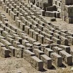 Lehmziegel aus hauseigener Produktion. Seit Armenien ein alltäglicher Anblick.