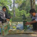 Hier entsteht Tempelschmuck. Religion ist in Kambodscha allgegenwärtig.