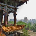 Über der Stadt besichtigen wir einen taoistischen Tempel.