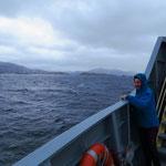 Hier, ganz im Süden, herrscht rauhes, nasskaltes, windiges Wetter vor. Bei Sturm möchten wir hier nicht mit dem Schiff unterwegs sein.