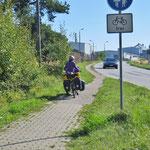 Radweg auf Rügen. Da sind wir von Dänemark anderes gewohnt.