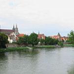 Das Ulmer Münster, mit dem welthöchsten Kirchturm, ist sehr sehenswert.