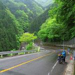 Auf Shikoku geht es diverse Male recht steil zur Sache. Heute bei Regen.