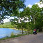 Nördlich am Lago Peten Itza der Isla de Flores zu.