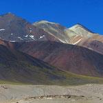 Wie gemalt, die Farben an den Vulkanhängen.