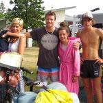 Nikki, James, Chris, Sophie und Hanna laden uns spontan zum Morgenessen ein. Sie sind ein Jahr mit ihrem Wohnwagen unterwegs. Herzlichen Dank!