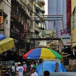 Alte und moderne Architektur in Manila.