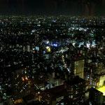 Blick aus dem 59. Stockwerk auf das nächtliche Tokyo.