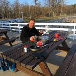 Z`nacht an der Ostsee. Wir haben die Restaurant-Terrasse für uns allein.