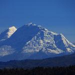 Vermutlich der Huascaran, mit einer Höhe von 6768 m der höchste Berg Perus.
