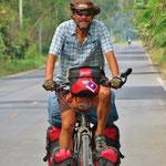Strassencowboy - bei so wenig Verkehr und bei der Hitze fahren wir mal ohne Helm.