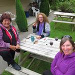 Wilma und Terri aus Australien verwöhnen uns mit einem feinen Nachtessen. Wir hoffen sehr, sie in Australien wieder zu treffen.