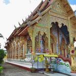 Und immer wieder reich geschmückte Tempel . . .
