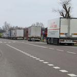 Sagenhafte 18 km LKW-Warteschlange vor dem polnisch-ukrainischen Zoll!