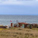 Hier an der Küste weht der Wind unglaublich stark (einfache Fischerhütten).