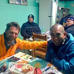Pit und Diego im Minenarbeiter-Restaurant.