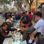Schachspieler in den Strassen der Altstadt.