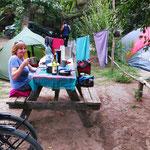 Ferienzeit in Chile. Die Zeltplätze - eigentlich sind es Rummelplätze, auf denen man noch zelten kann (Schlaf kommt zu kurz) - sind vielfach ausgebucht.