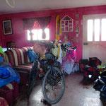 Wir dürfen in Illagos in einem unbewohnten kleinen Häuschen übernachten. Hauptsache am Trockenen schlafen.