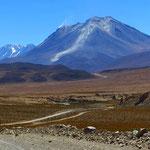 Rauch über einem Vulkan. Einige Dutzend sind in Chile noch aktiv.