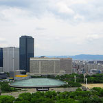 Osaka beeindruckt durch seine Skyline.