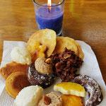Ein bisschen heimatliche Weihnachten mit Güezi, von einer Bekannten gebacken.