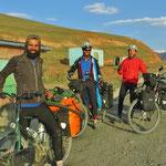 Ein Türke und zwei Spanier auf dem Weg nach Osh.