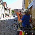 Unverhofft bekommen wir in Amberg eine private Stadtführung per Rad.