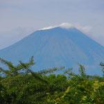 Im Land gibt es 19 Vulkane, ein Teil davon speit von Zeit zu Zeit immer noch Feuer.