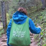 Bea und ihr Einkaufstaschen-Rucksack.