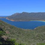 Die Weinglass Bay, eines der Wahrzeichen Tasmaniens.