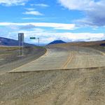 Die Chilenen haben die Strasse genau bis zur Landesgrenze asphaltiert.