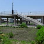 In den Ortschaften entlang der Küste wurden im letzten Jahr viele dieser Plattformen erstellt. Sie gewähren der Bevölkerung bei Tsunamis Zuflucht.