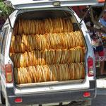 Eine Autoladung voller Brot.