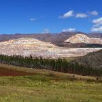 In der Gegend gibt es viele Minen, u.a. wird Gold abgebaut.