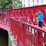 In der Stadt gibt es mehr als 300 Brücken.