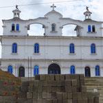In fast jedem Dorf werden neue Kirchen gebaut. Wir zählen nicht selten zwei, drei schon bestehende.