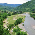 In Georgien haben die Flüsse noch viel Platz. Anstieg zum Rikotipass.