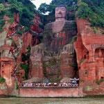 Der grosse Buddha von Leshan, 71 m hoch, damit grösster Buddha aus Stein der Welt.