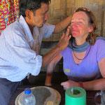 Bea bekommt vom Beizer exklusiv eine Gesichtsmaske für eine feine Haut. Es hat soooo gut getan!