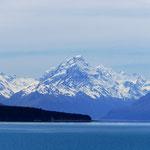 Majestätisch thront der Mt. Cook über dem Lake Tekapo.