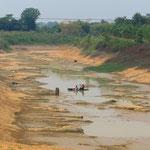 Am Ende der Trockenzeit führen die Flüsse extrem wenig Wasser.