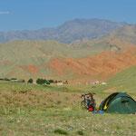 Zelten auf dem Weg zum Taldyk Pass.