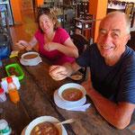 Mittags eine Sopa con carne (traditionelle Fleischsuppe), das gibt Kraft für den Nachmittag.