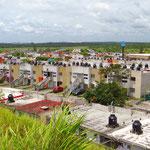 Für die Wasserversorgung hat jedes Haus seinen eigenen Tank auf dem Dach.
