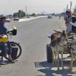 Eselfuhrwerke gibt es viele in Usbekistan.