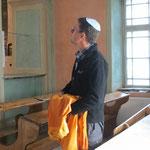 Ohne Kipa darf Pit nicht in die neue Synagoge.