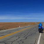 Auf dem Weg nach Sabaya. Hier ist der Altiplano topfeben.